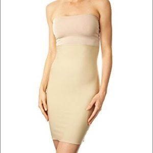 🆕Nude Spanx hide & sleek full strapless slip ❤️